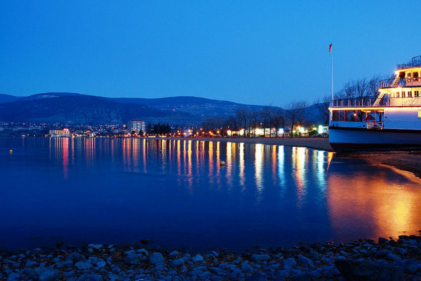 Okanagan Beach Lakeshore at dusk | Credit: Darren Kirby CC BY-SA 3.0 Wikimedia | Penticton, BC