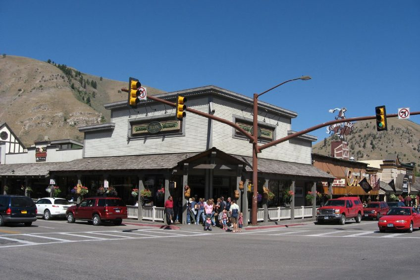 Jackson Trading Company corner of Cache and Broadway | Credit: Ken Lund CC BY-SA 2.0 Flickr | Jackson, Wyoming
